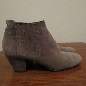 Aquatalia low ankle bootie boots 8.5 suede brown
